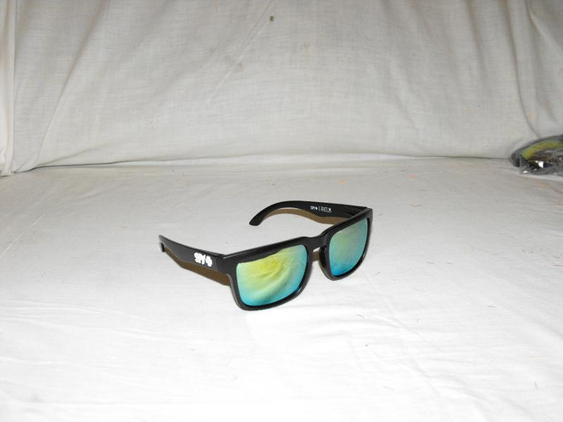 Ken block napszemüveg fekete fehér spy plus