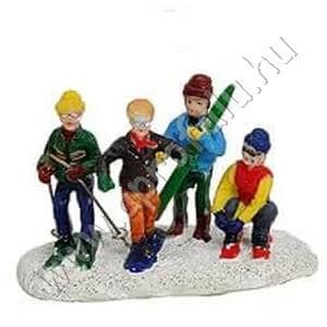 Fiúk síelni készülnek