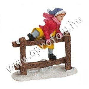 Kislány átmászik a kerítésen 6 cm