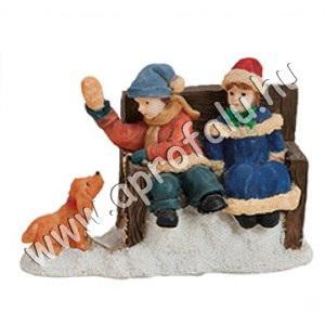 Gyerekek ülnek a padon, kutyával 6 cm