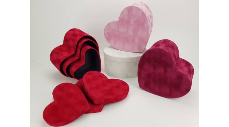 Bársony borítású papírdoboz szett szív 3 db több színben