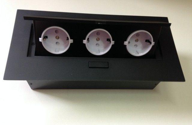Irodai asztalba süllyeszthető elosztó 3db dugalj fekete