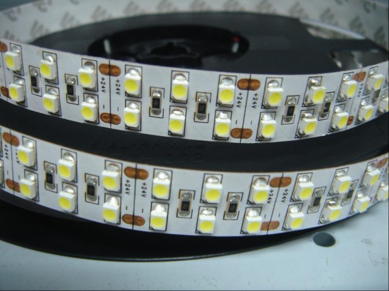 Led szalag SMD3528 19,2W/m 240 led/m beltéri dekor meleg fehér