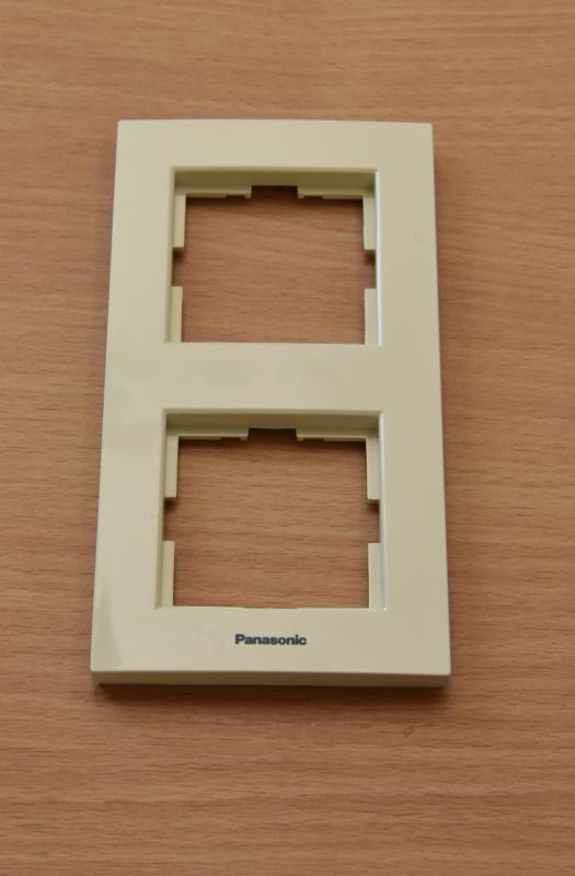 Panasonic Karre Plus 2-es sorolókeret függőleges bézs