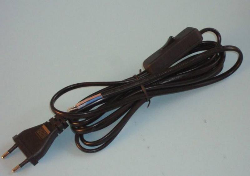 Szerelt vezeték dugvillával kapcsolóval barna