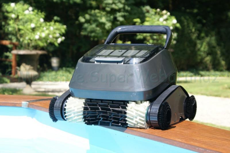 Önjáró robotporszívó - PHANTOM