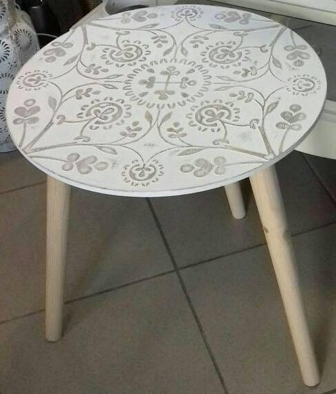 Asztalka kerek faragott