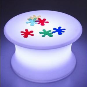 Színváltó, világító asztal