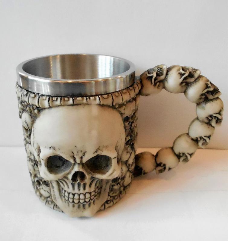 koponya bögre koponyákkal, csont szín