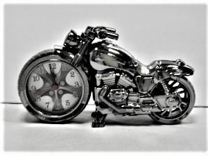 motor óra asztali küllő