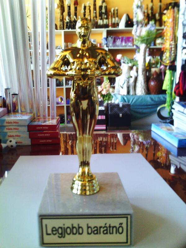 Oscar szobor, díj, trófea a legjobb barátnő