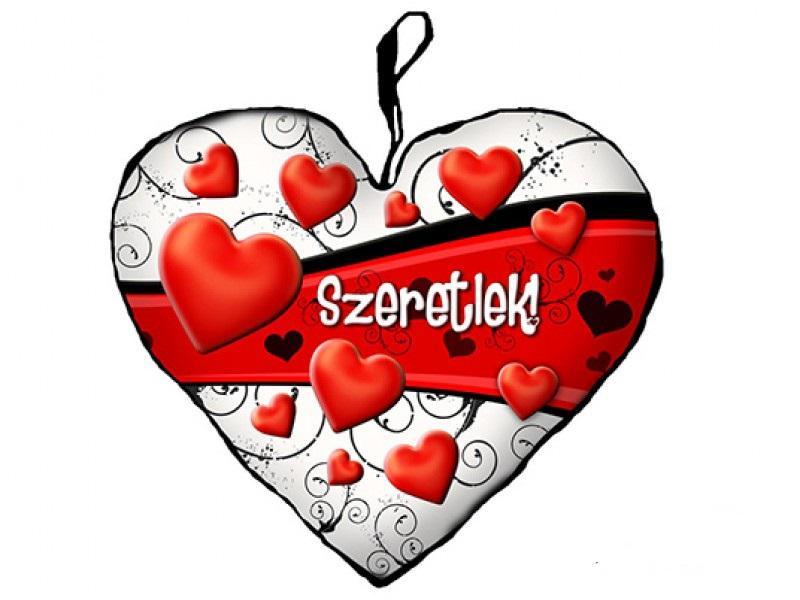 szerelmes szív párna szívekkel