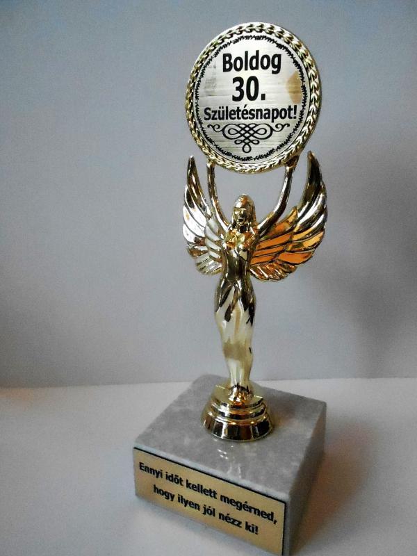 Victoria szobor boldog 30. születésnapot