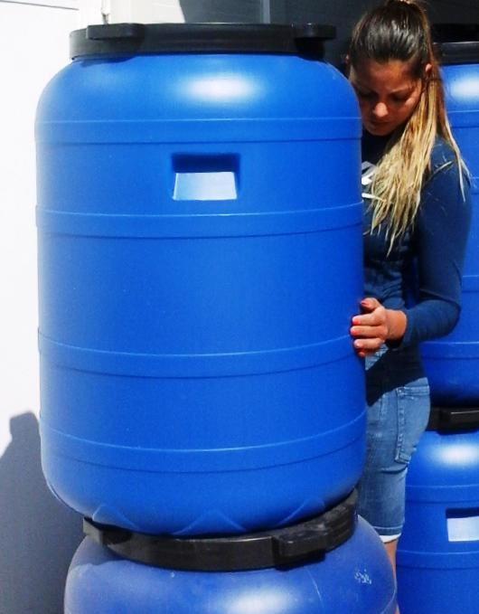 Műanyag hordó 200 l-es csapos ballon 42 cm-es csavaros szájnyílással.