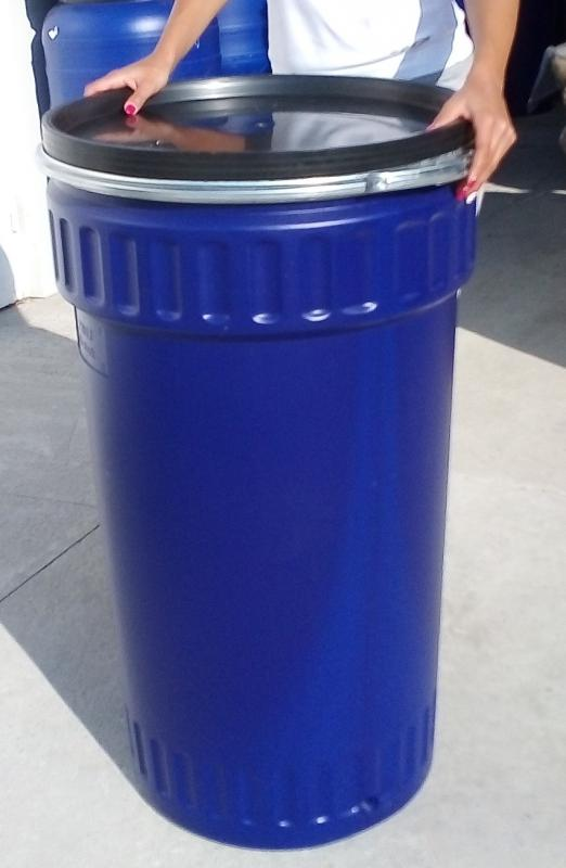 Műanyag hordó 220l-es, Fedeles dézsa fémcsatos.