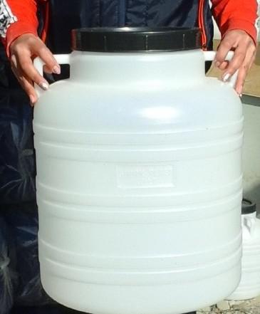 Műanyag hordó 40 l-es (fehér) füles ballon csavaros tetővel