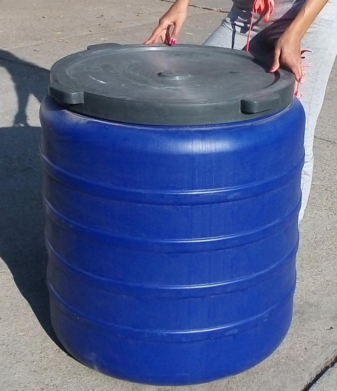 Műanyag hordó 485 l-es ballon csavaros tetővel, csappal