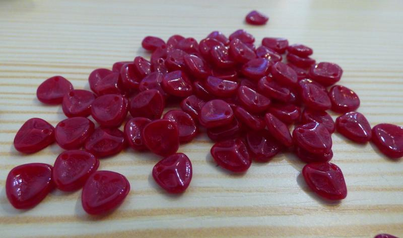 Rose Petal piros 8x7mm