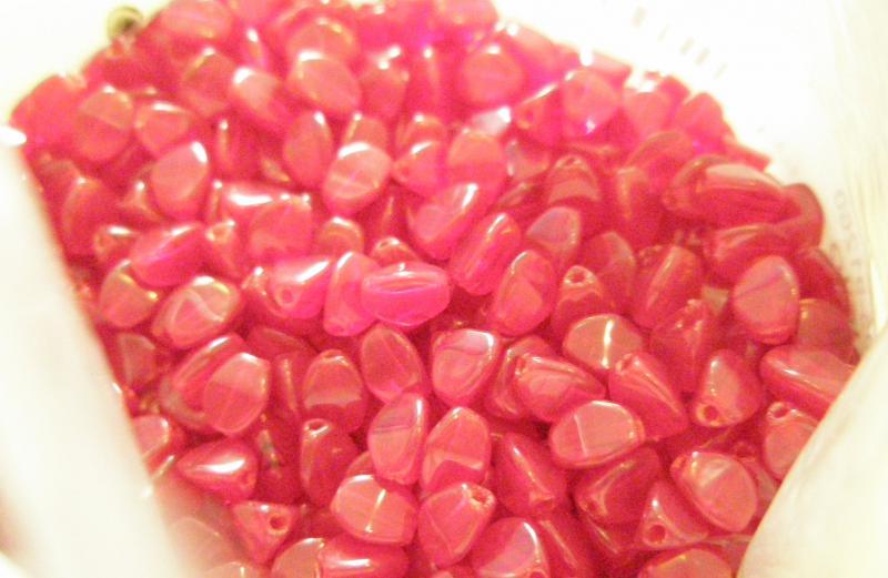 Siam ruby pinch gyöngy