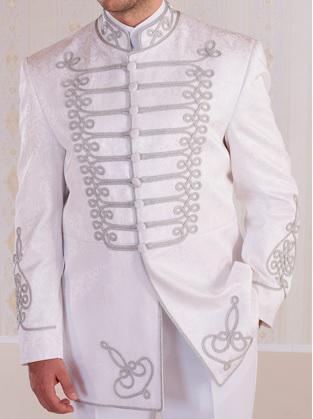 Atilla öltöny fehér selyembrokát  ezüst zsinórral