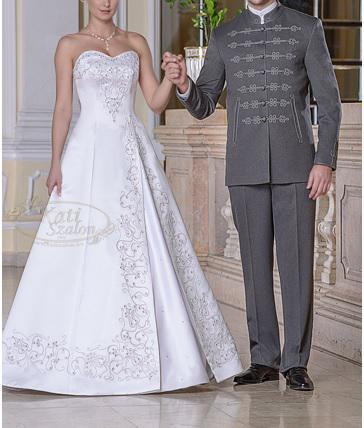 Bocskai öltöny mellé fehér ruha