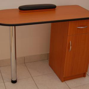 Műkörmös asztal (1)