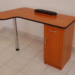 Műkörmös asztal (3)