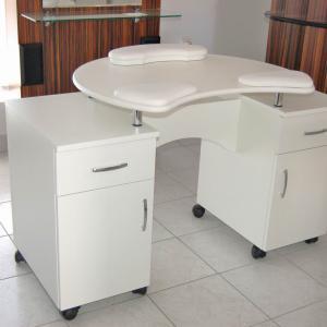 Műkörmös asztal (6)