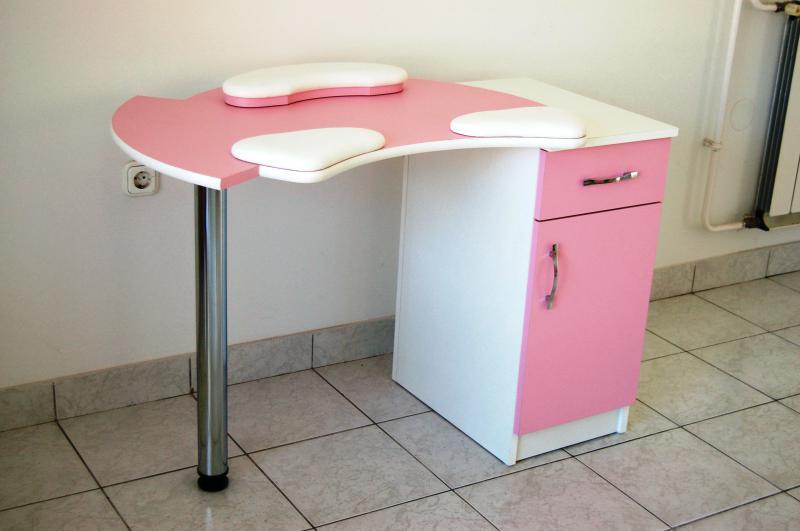 Műkörmös asztal (5) Rózsaszín-fehér