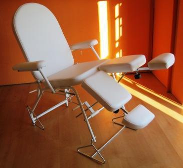 Pedikűrös szék (2) hosszabbítható lábtartóval