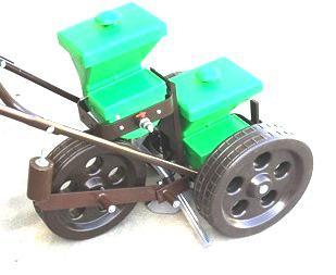 Vetőgép - egysoros kézi szemenkénti normál ( KGT-1) granulátum szóróval és tömörítő kerékkel