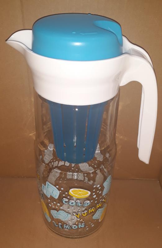 Daisy üvegkancsó hűtőbetéttel, 1,35 liter, kék, zöld, piros, 285001