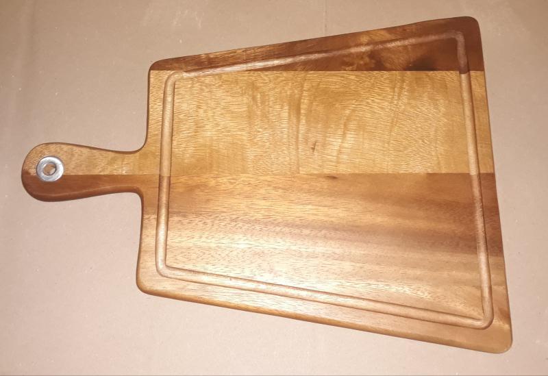 Fa vágódeszka, trapéz alakú, nyeles, 30X40X1,5 cm, 210083