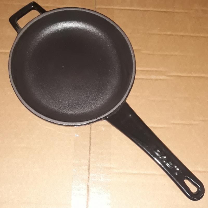 Lava öntöttvas nyeles szeletsütő, 16 cm, fekete, 290070