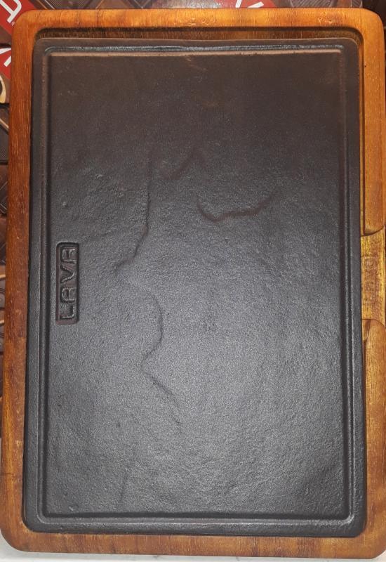 LAVA öntöttvas sütőlap 20X30 cm+fa szervírozó deszka, 290072