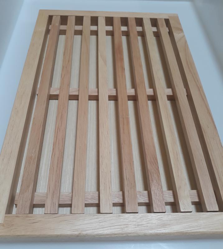 Parawood fa kenyérvágó deszka morzsatállal, 25x38x2,5 cm, 208003