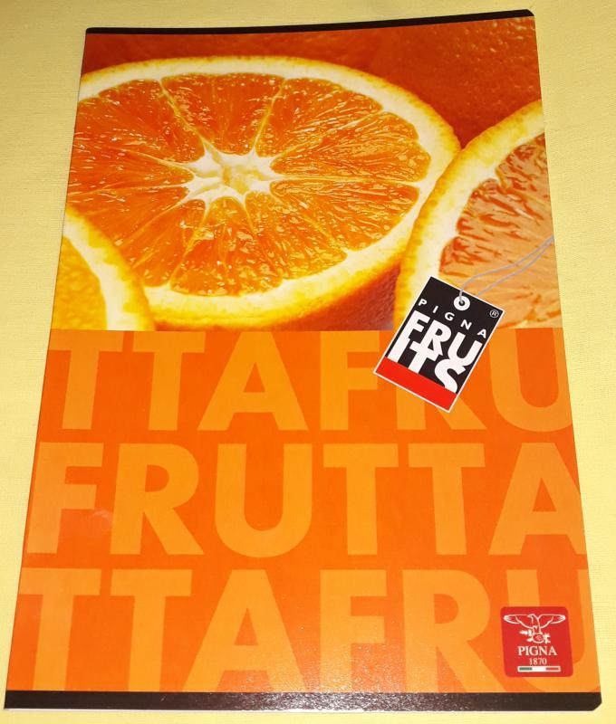 Pigna Fruits nagyalakú sima füzet, 32 lapos, narancsmintás