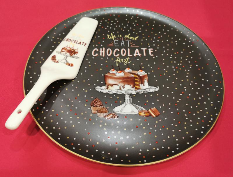 R2S.1112HOCH Chocolate porcelán tortatál 32 cm+lapát (pöttyös), 153285,