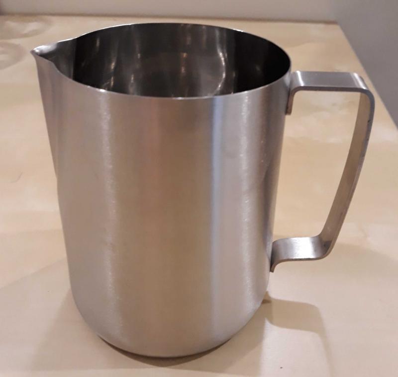 Rozsdamenetes tejkiöntő 1 liter