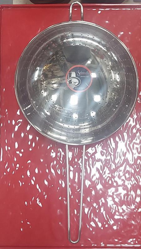 Salvinelli rozsdamentes nyeles tésztaszűrő, 24 cm, 430095