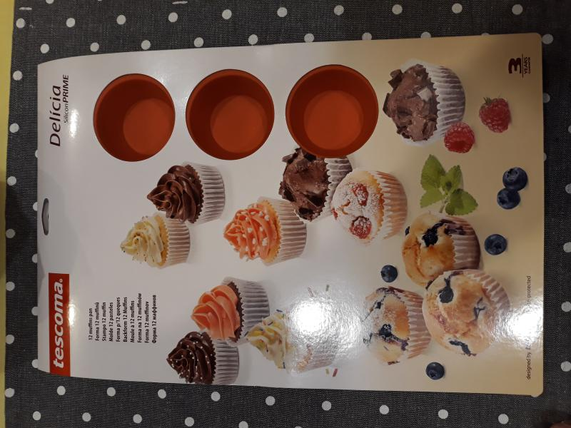 Tescoma szilikonos muffin sütőforma, 12 lyukú, 629434