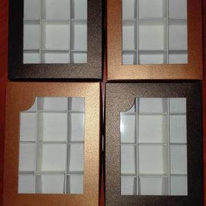 Bonbon doboz, ablakos, 12 darabos