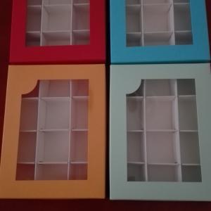 Bonbon doboz tavaszi színekben 12-es