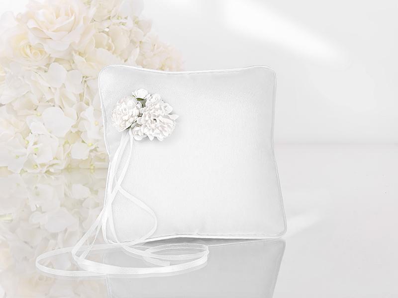gyűrűpárna – virágos, fehér