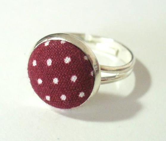 Bordó-fehér pöttyös gyűrű