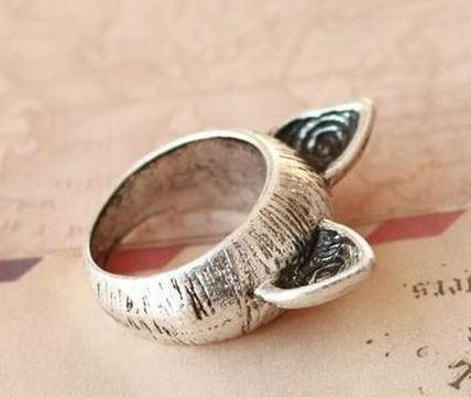 Cicafüles gyűrű ezüstszínű