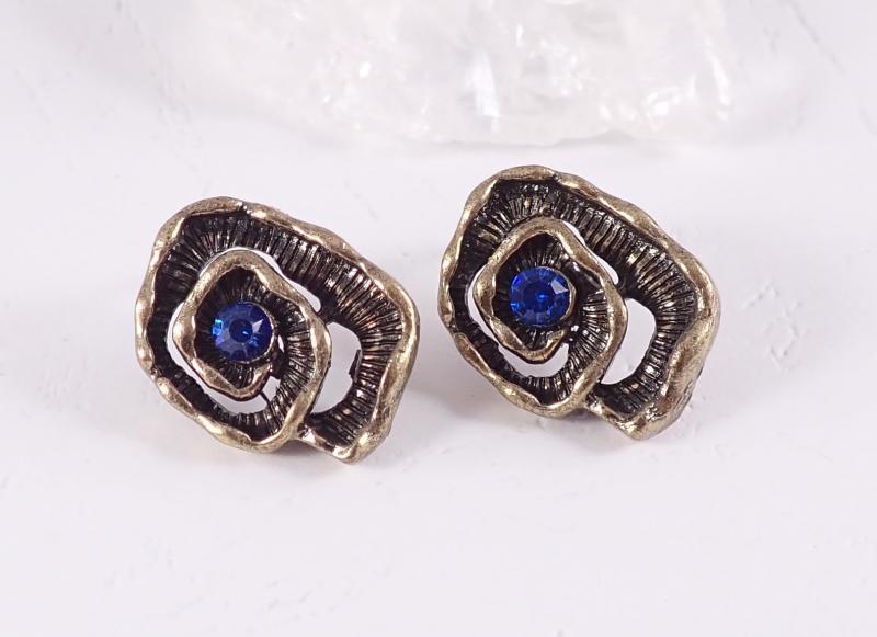 Csigavonalú bronz fülbevaló, kék