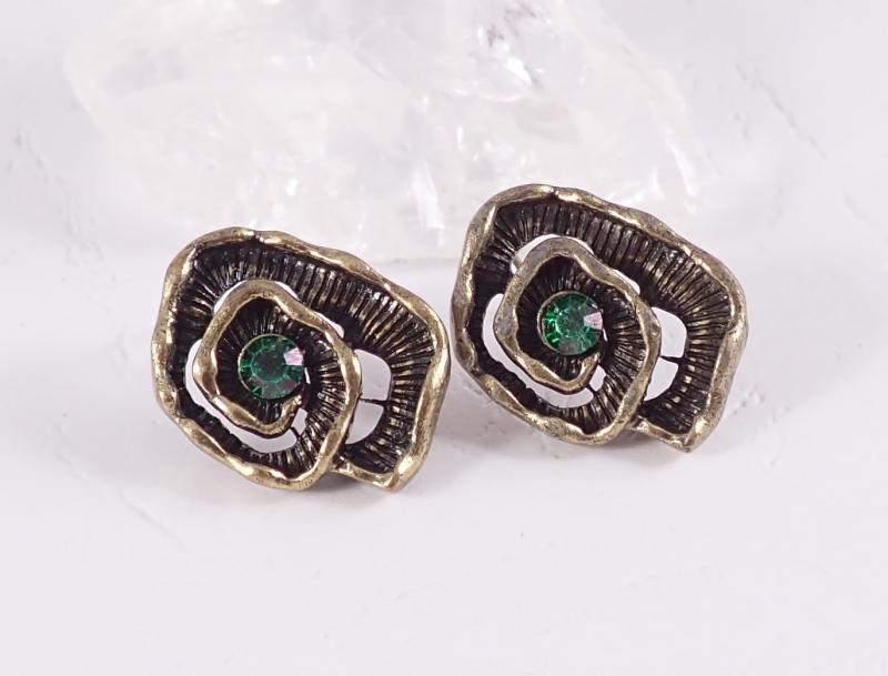 Csigavonalú bronz fülbevaló, zöld