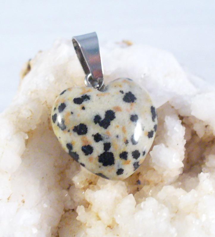 Dalmatínerkő  szív medál, kisebb
