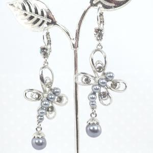 Ezüstszürke gyöngyös pillangó fülbevaló